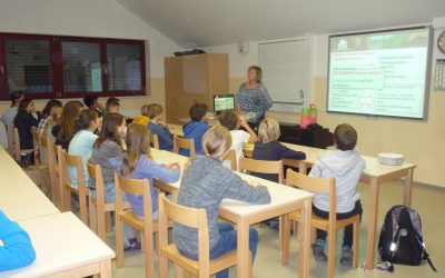Učenci 6. razredov prisluhnili predavanju o eko sadjarstvu